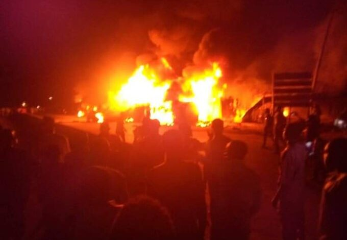 Photo of Fire guts houses, shops as petrol tanker explodes in Lambata, Niger