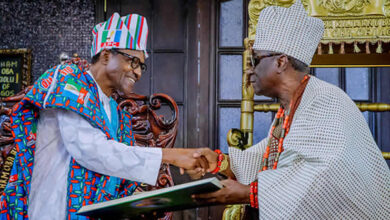 Photo of Buhari greets Oba of Lagos on his 77th birthday