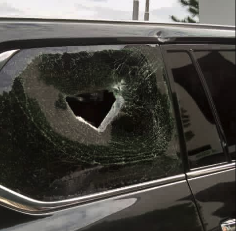 Photo of Thugs attack Oyetola's convoy at #EndSARS protest ground