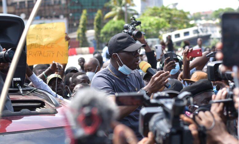 Governor Babajide Sanwo-Olu addressing #EndSars protesters