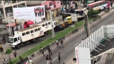 Photo of Amid #EndSARS protests, thugs attack RRS officers in Lagos